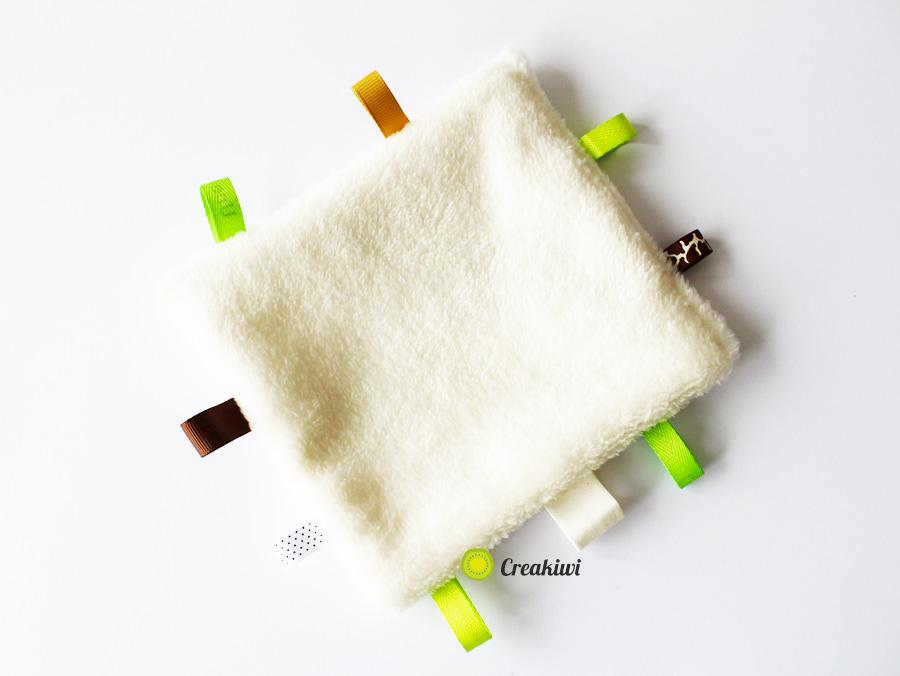 Doudou étiquettes vert et marron Creakiwi