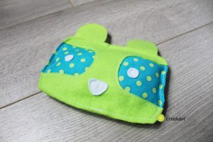 Doudou en feutrine vert et bleu petit raton