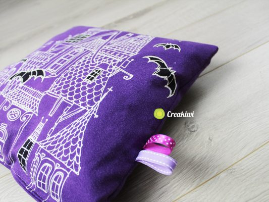 Coussin violet Halloween fluorescent