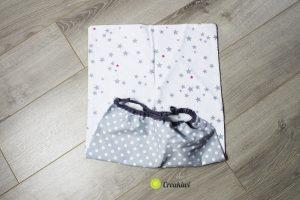 Serviette élastiquée en tissu coton gris à pois et étoiles
