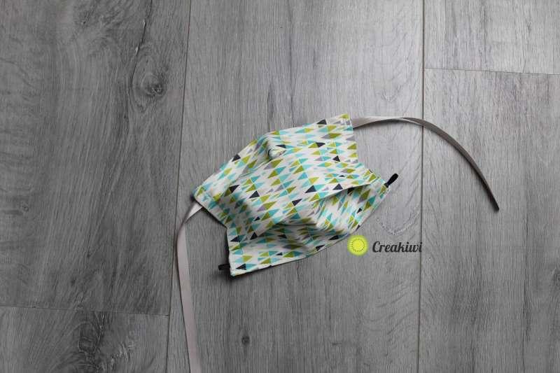 Masque de protection covid-19 motif triangles bleu vert gris