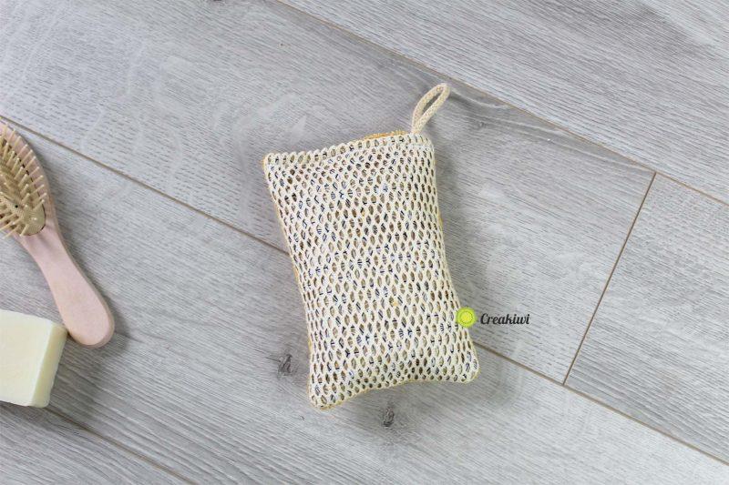 Eponge lavable jaune et dorée